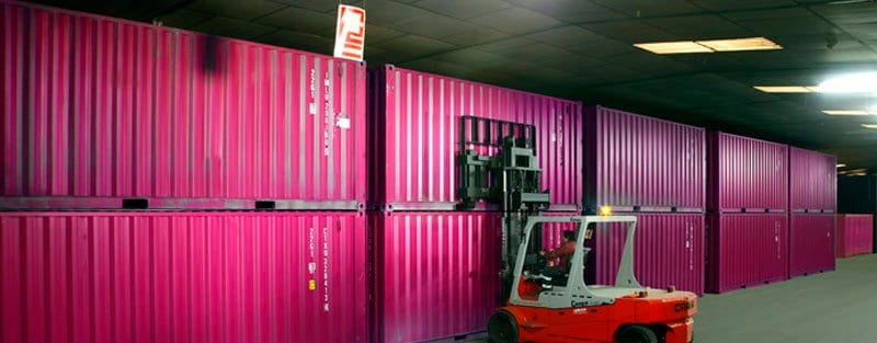 Containers en un guardamuebles